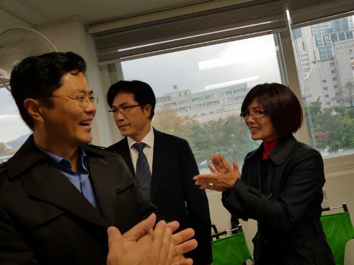 김광진의원과 박수.jpg