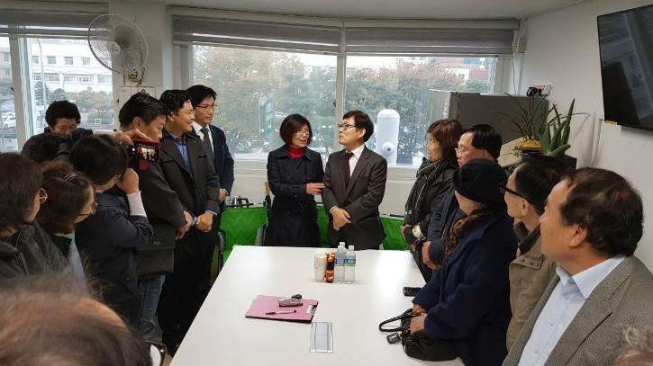 이인람위원장 과 김순복 회장 (2).jpg